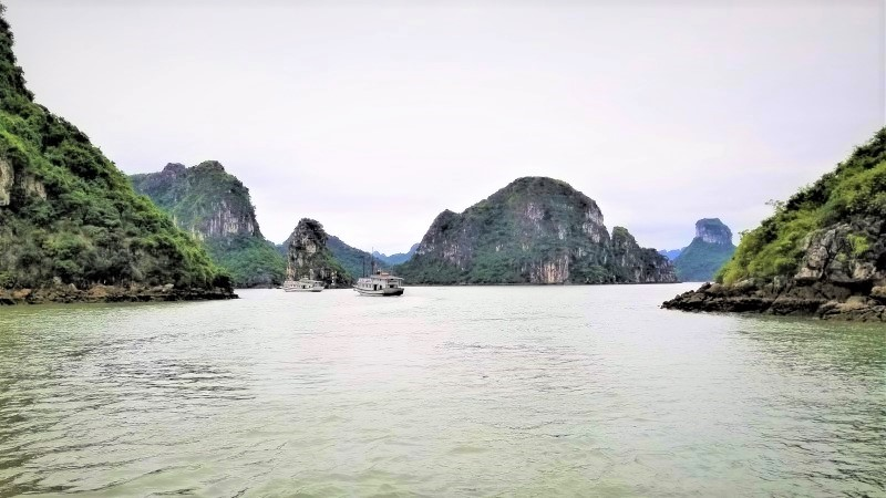 Halong Bay day trip: a great tour with Dawn, Phil and their friends